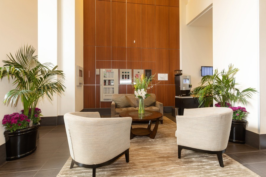 Real Estate Photography - 1400 S. Michigan Ave, Unit 1108, Chicago, IL, 60605 - Lobby