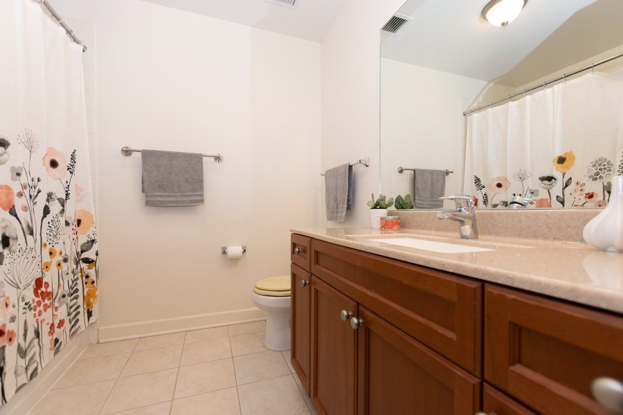 Real Estate Photography - 1400 S. Michigan Ave, Unit 1108, Chicago, IL, 60605 - Bathroom