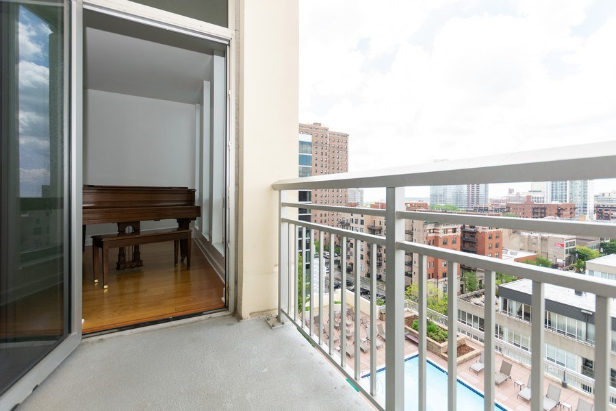 Real Estate Photography - 1400 S. Michigan Ave, Unit 1108, Chicago, IL, 60605 - Balcony