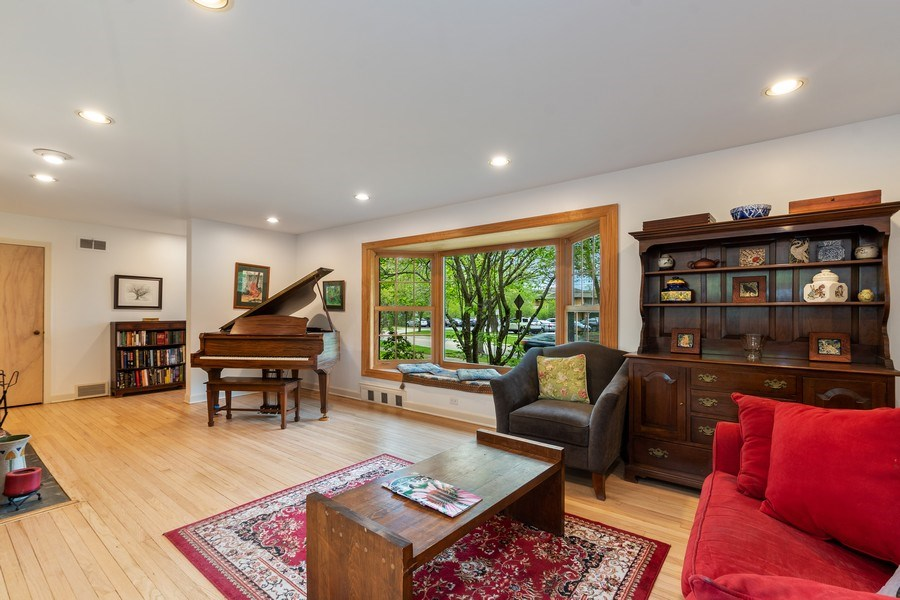 Real Estate Photography - 128 Lincolnwood Ave, Highland Park, IL, 60035 - Living Room