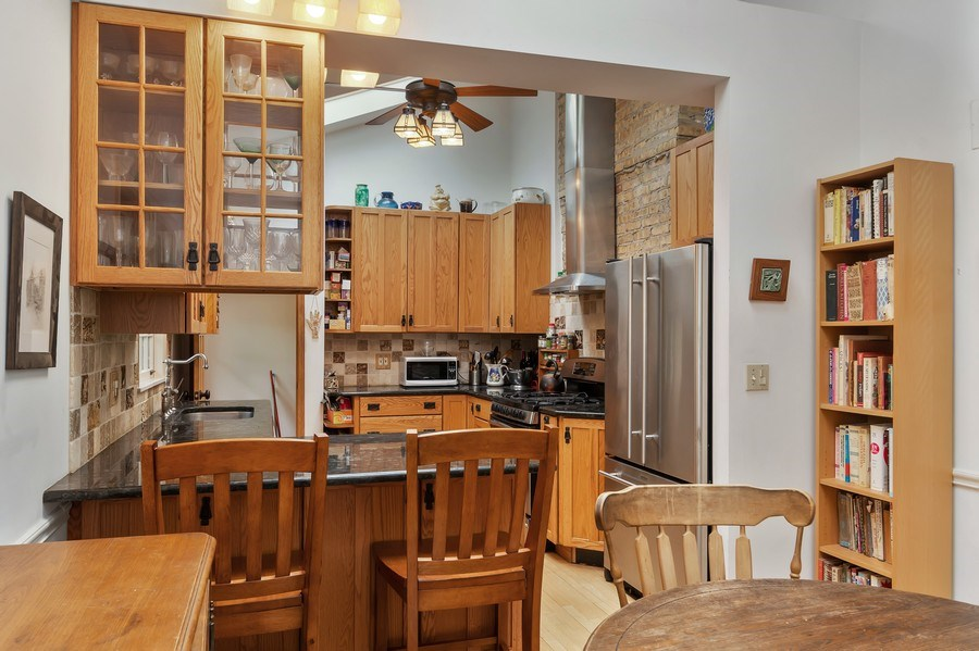 Real Estate Photography - 128 Lincolnwood Ave, Highland Park, IL, 60035 - Kitchen