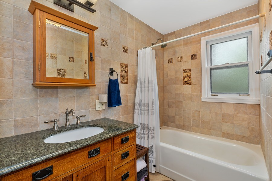 Real Estate Photography - 128 Lincolnwood Ave, Highland Park, IL, 60035 - Hall Bathroom