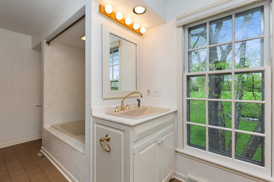 Real Estate Photography - 80 Watergate Drive, South Barrington, IL, 60010 - Master Bathroom