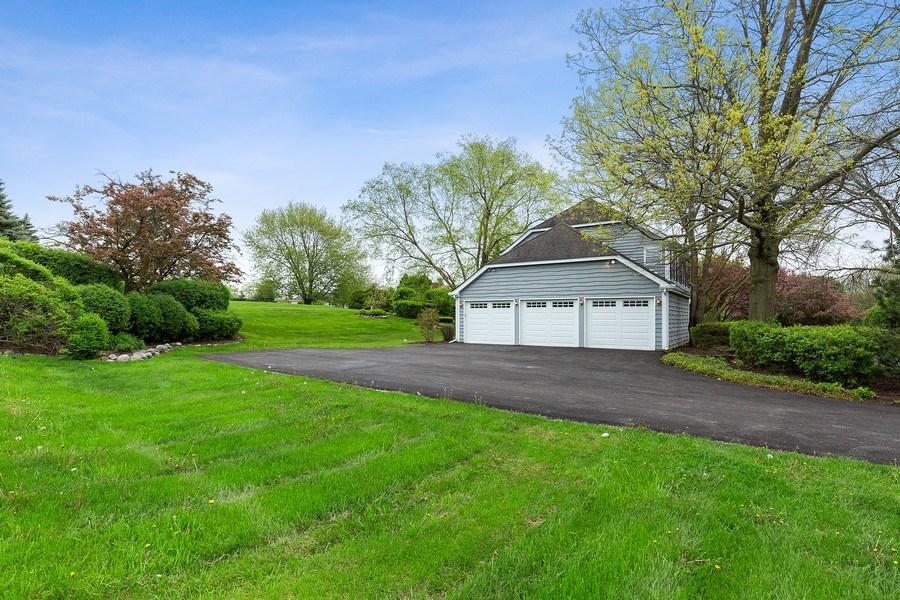 Real Estate Photography - 80 Watergate Drive, South Barrington, IL, 60010 - Garage