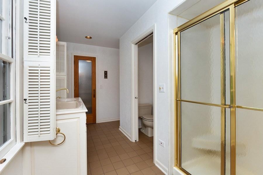 Real Estate Photography - 80 Watergate Drive, South Barrington, IL, 60010 - Hall Bath