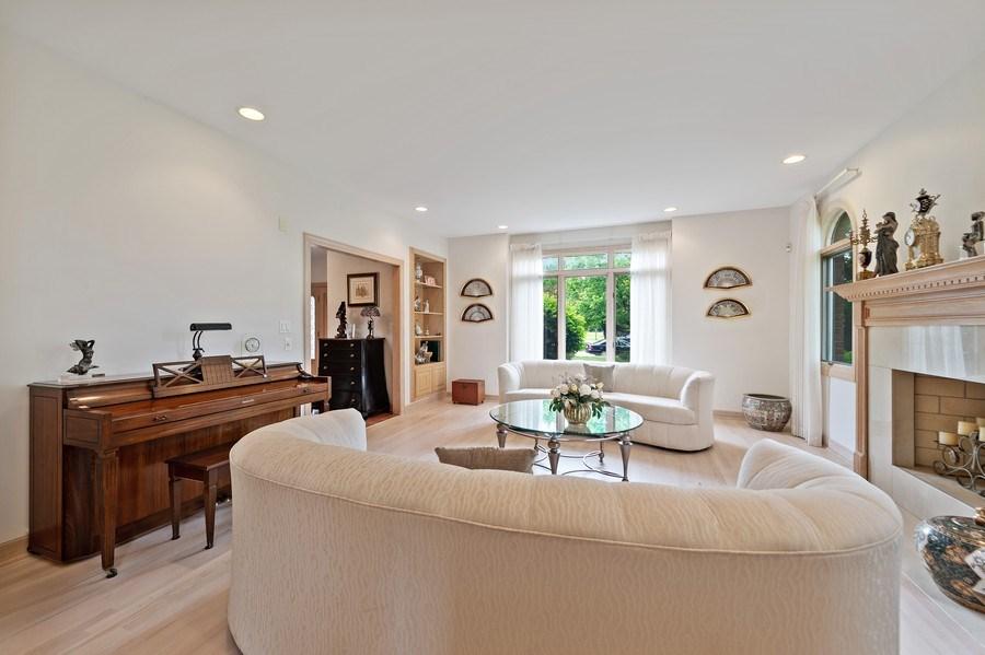 Real Estate Photography - 6705 Fieldstone Drive, Burr Ridge, IL, 60527 - Living Room