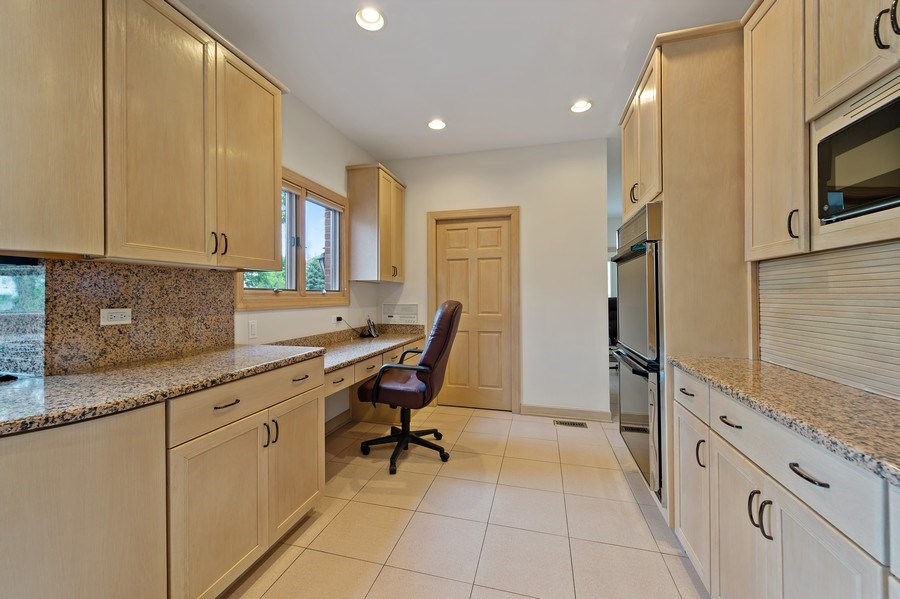 Real Estate Photography - 6705 Fieldstone Drive, Burr Ridge, IL, 60527 - Kitchen