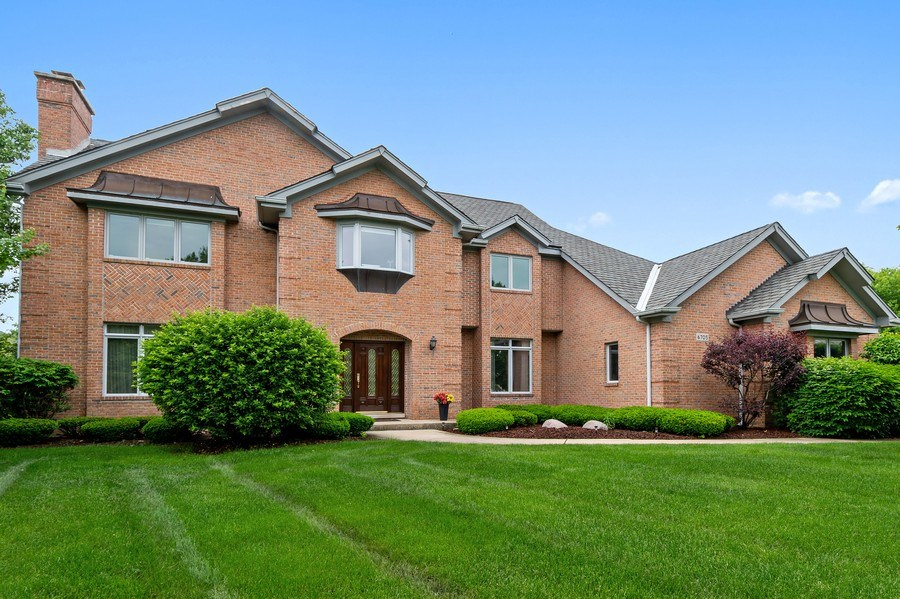 Real Estate Photography - 6705 Fieldstone Drive, Burr Ridge, IL, 60527 - Front View