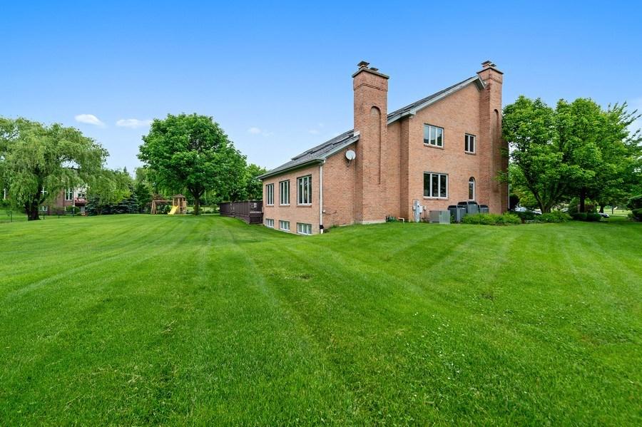 Real Estate Photography - 6705 Fieldstone Drive, Burr Ridge, IL, 60527 - Side View