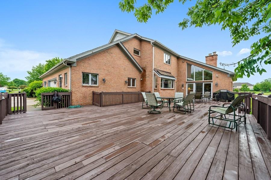 Real Estate Photography - 6705 Fieldstone Drive, Burr Ridge, IL, 60527 - Deck
