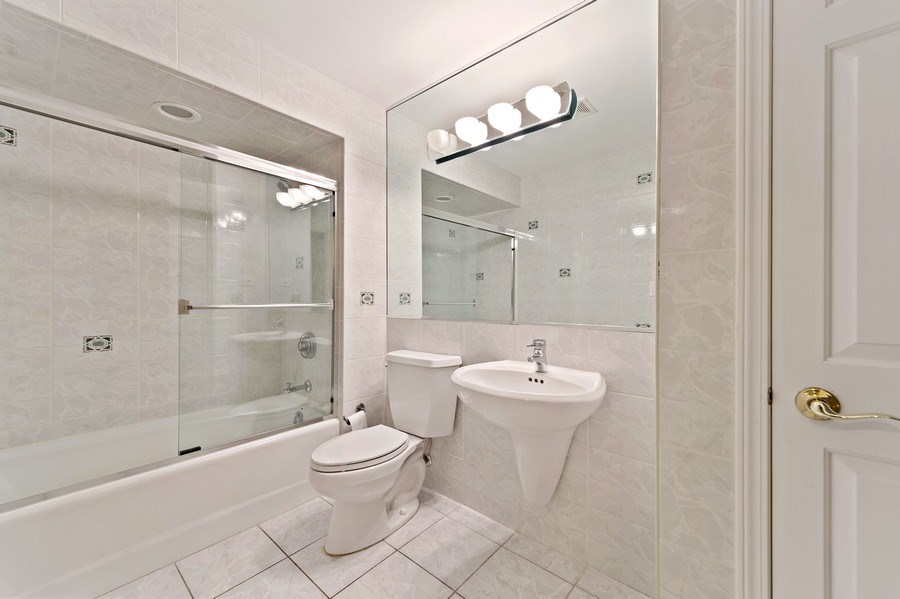 Real Estate Photography - 6705 Fieldstone Drive, Burr Ridge, IL, 60527 - Bathroom