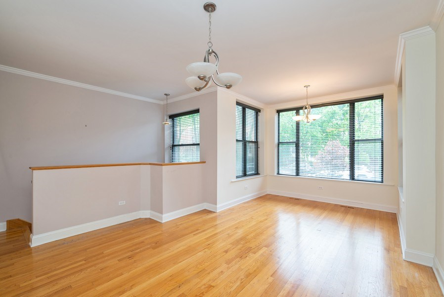 Real Estate Photography - 1332 W Albion Ave #1W, Chicago, IL, 60626 - Living Room