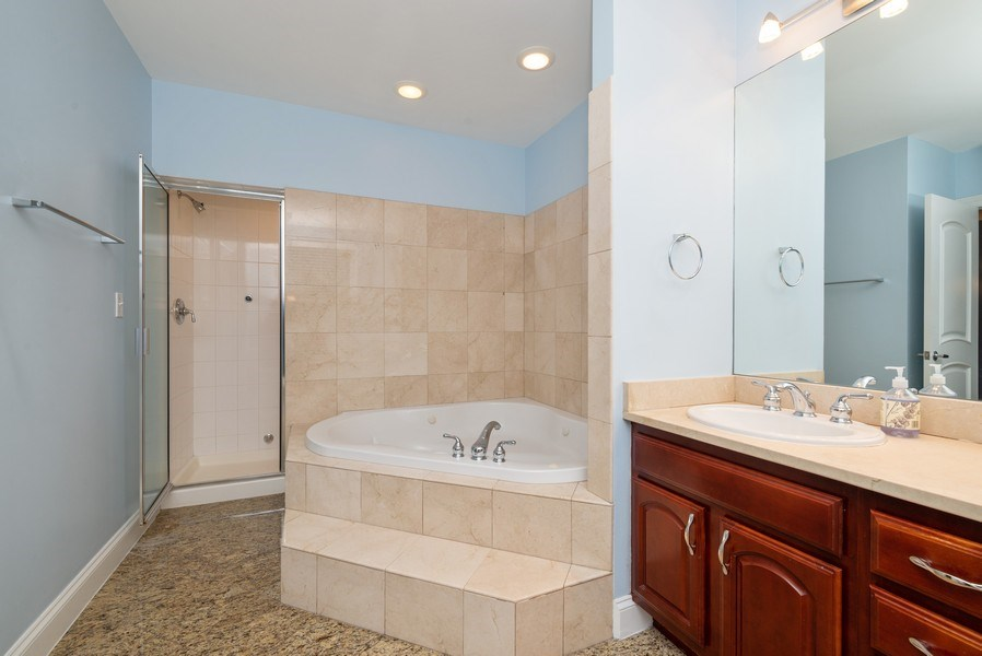 Real Estate Photography - 1332 W Albion Ave #1W, Chicago, IL, 60626 - Master Bathroom