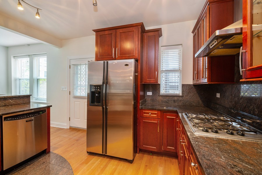 Real Estate Photography - 1332 W Albion Ave #1W, Chicago, IL, 60626 - Kitchen
