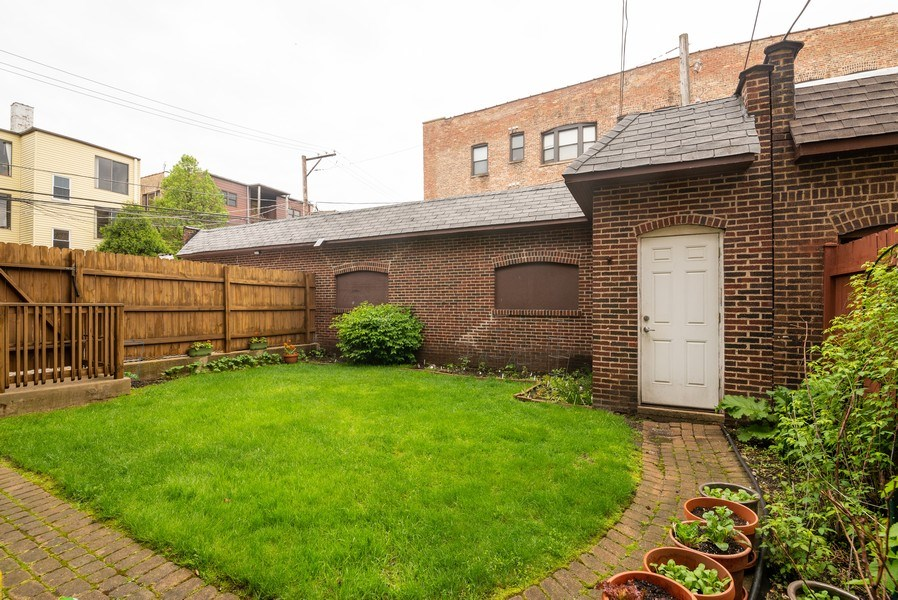 Real Estate Photography - 1332 W Albion Ave #1W, Chicago, IL, 60626 - Back Yard