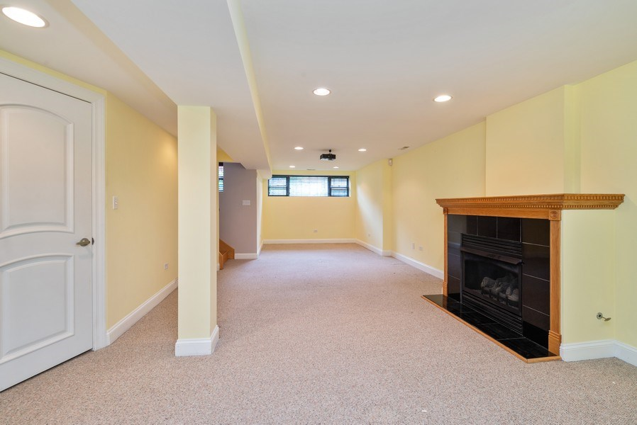 Real Estate Photography - 1332 W Albion Ave #1W, Chicago, IL, 60626 - Family Room