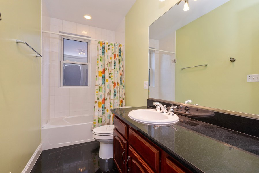 Real Estate Photography - 1332 W Albion Ave #1W, Chicago, IL, 60626 - 2nd Bathroom