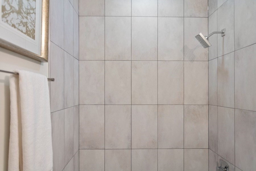 Real Estate Photography - 1209 East 46th Street, SIMPLEX, Chicago, IL, 60653 - Bathroom