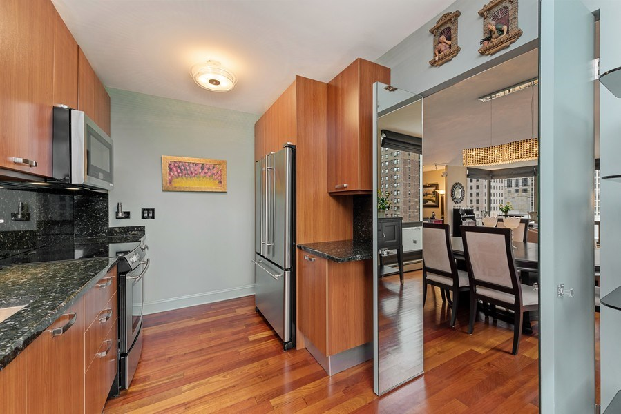 Real Estate Photography - 100 E. Bellevue Place #11D, Chicago, IL, 60611 - Kitchen