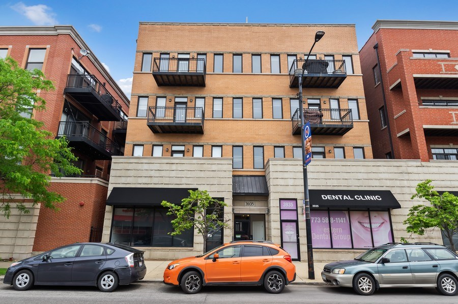 Real Estate Photography - 3935 N Western Ave Unit 3N, Chicago, IL, 60618 - Front View