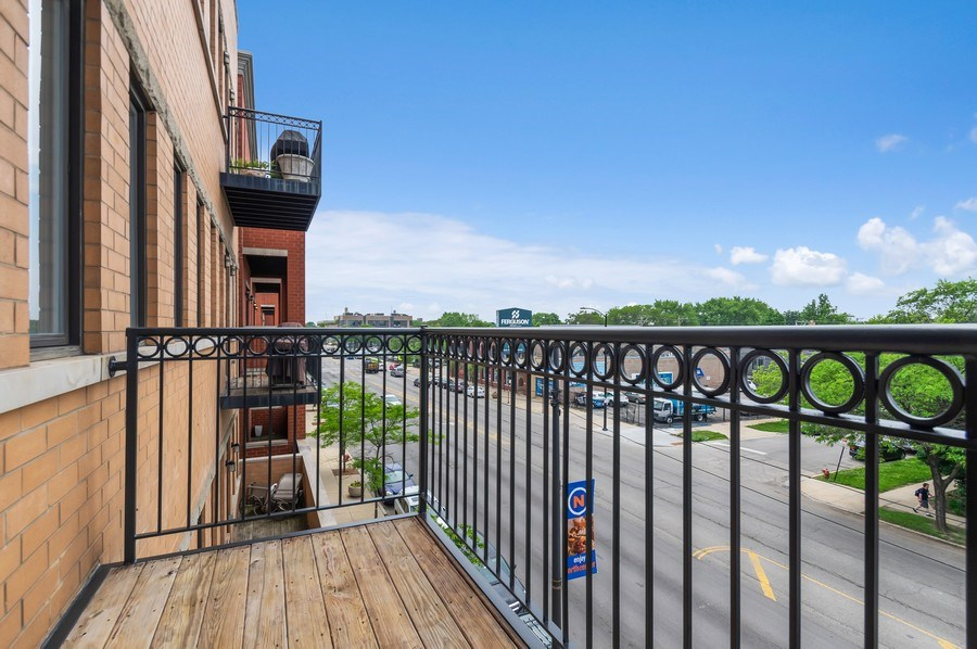 Real Estate Photography - 3935 N Western Ave Unit 3N, Chicago, IL, 60618 - Balcony