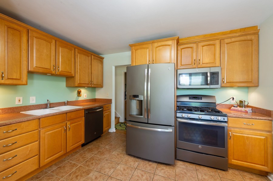 Real Estate Photography - 1415 N Highland, Arlington Heights, IL, 60004 - Kitchen