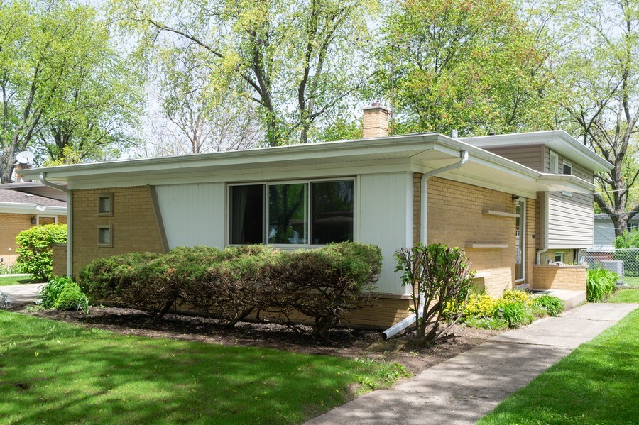 Real Estate Photography - 1415 N Highland, Arlington Heights, IL, 60004 - Front View