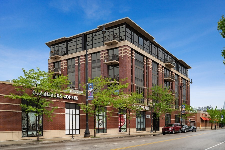 Real Estate Photography - 4020 N Damen, Unit 206, Chicago, IL, 60618 - Front View