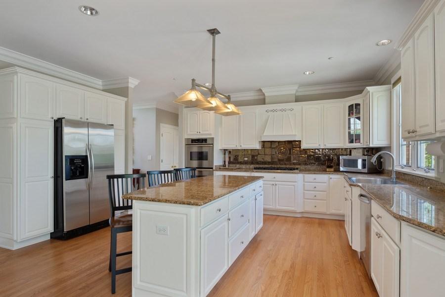 Real Estate Photography - 28471 W Casey Ct, Lake Barrington, IL, 60010 - Kitchen
