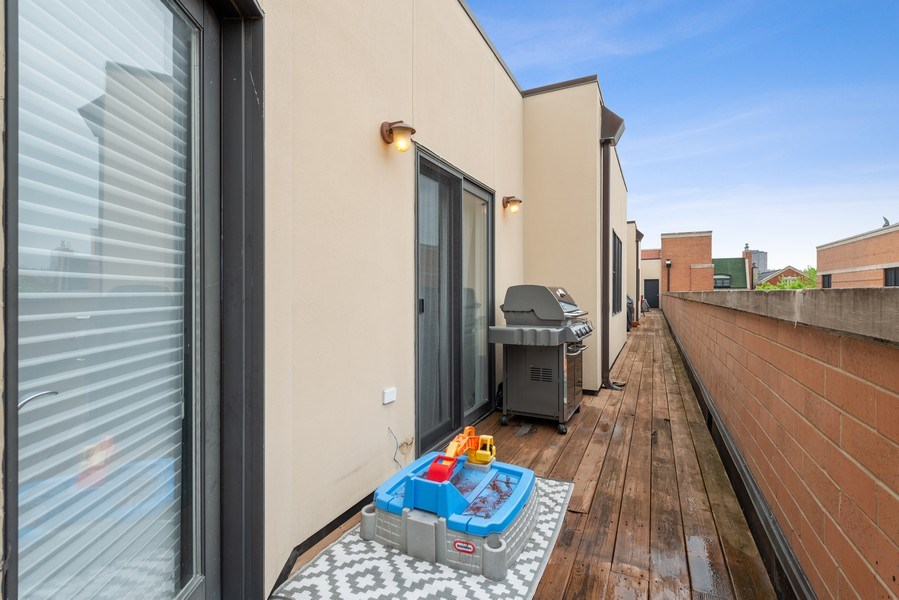 Real Estate Photography - 3842 N Southport, Unit k, Chicago, IL, 60613 - Roof Deck