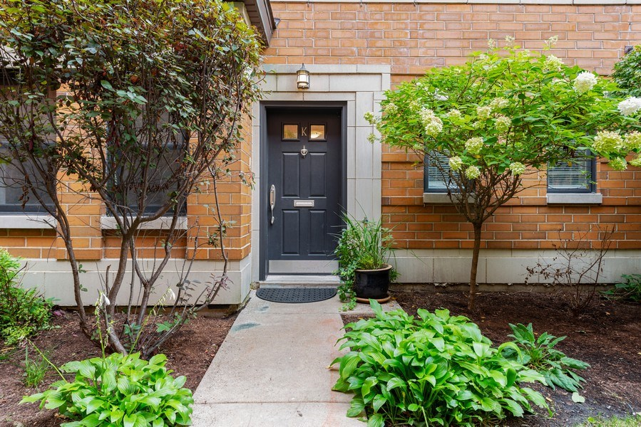 Real Estate Photography - 3842 N Southport, Unit k, Chicago, IL, 60613 - Front View