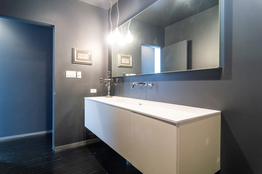 Real Estate Photography - 600 S Dearborn, Unit 1414, Chicago, IL, 60605 - Master Bathroom