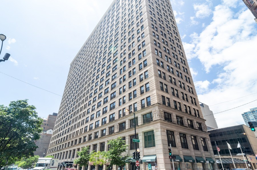 Real Estate Photography - 600 S Dearborn, Unit 1414, Chicago, IL, 60605 - Front View