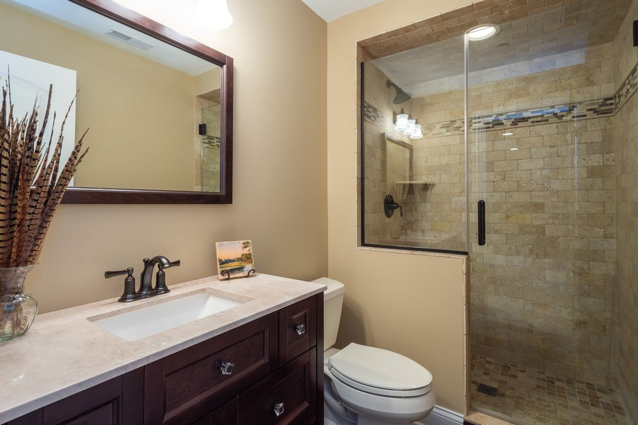 Real Estate Photography - 756 E Sunnyside Ave, Libertyville, IL, 60048 - 4th Bathroom