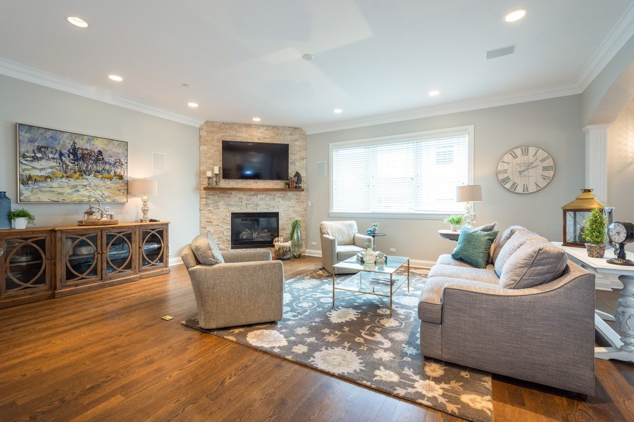 Real Estate Photography - 756 E Sunnyside Ave, Libertyville, IL, 60048 - Family Room