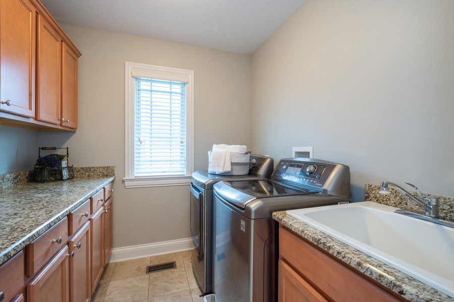 Real Estate Photography - 756 E Sunnyside Ave, Libertyville, IL, 60048 - 2nd floor Laundry Room