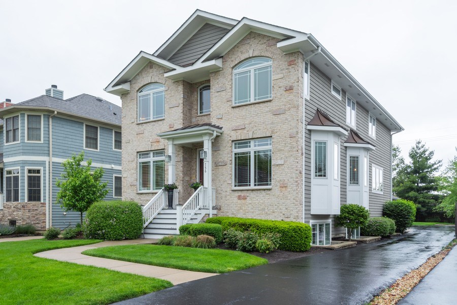 Real Estate Photography - 756 E Sunnyside Ave, Libertyville, IL, 60048 - Front View