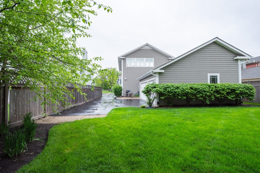 Real Estate Photography - 756 E Sunnyside Ave, Libertyville, IL, 60048 - Rear View