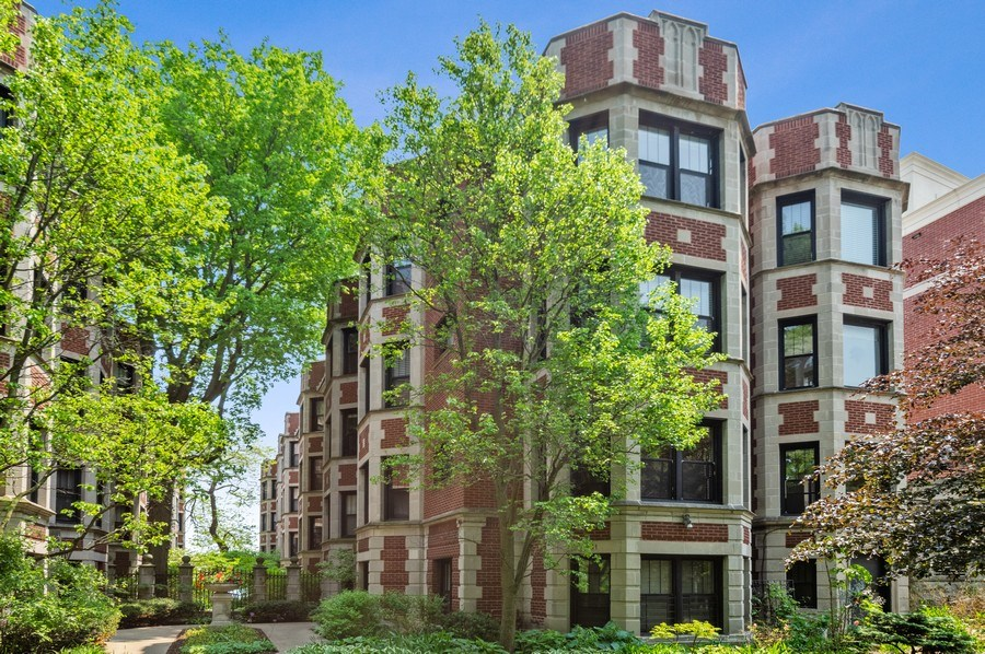 Real Estate Photography - 7631 N Eastlake Terrace, Unit 2B, Chicago, IL, 60626 - Gorgeous Lake Front Property