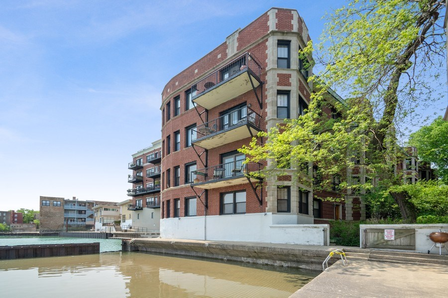 Real Estate Photography - 7631 N Eastlake Terrace, Unit 2B, Chicago, IL, 60626 - Enclosed walk in pool and kayak launch