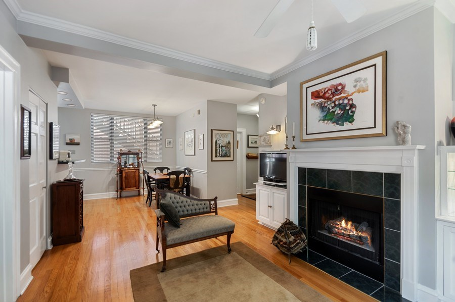 Real Estate Photography - 7631 N Eastlake Terrace, Unit 2B, Chicago, IL, 60626 - Living Room / Dining Room