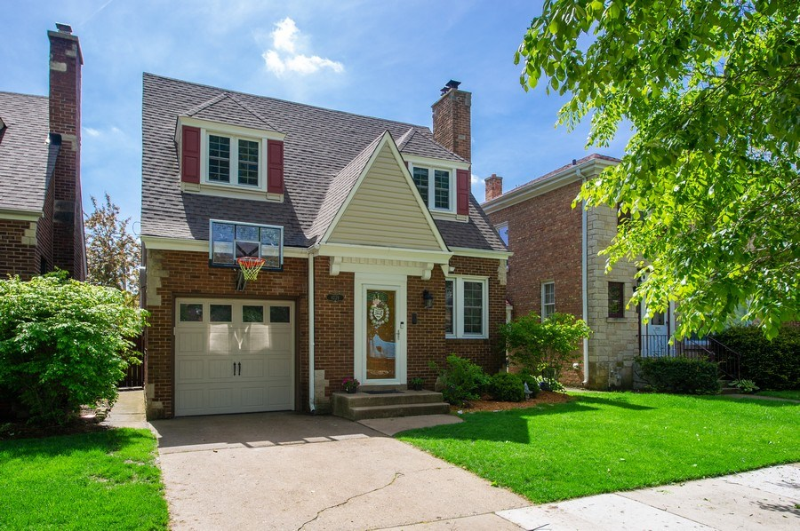 Real Estate Photography - 6229 N Leona Ave, Chicago, IL, 60646 - Front View