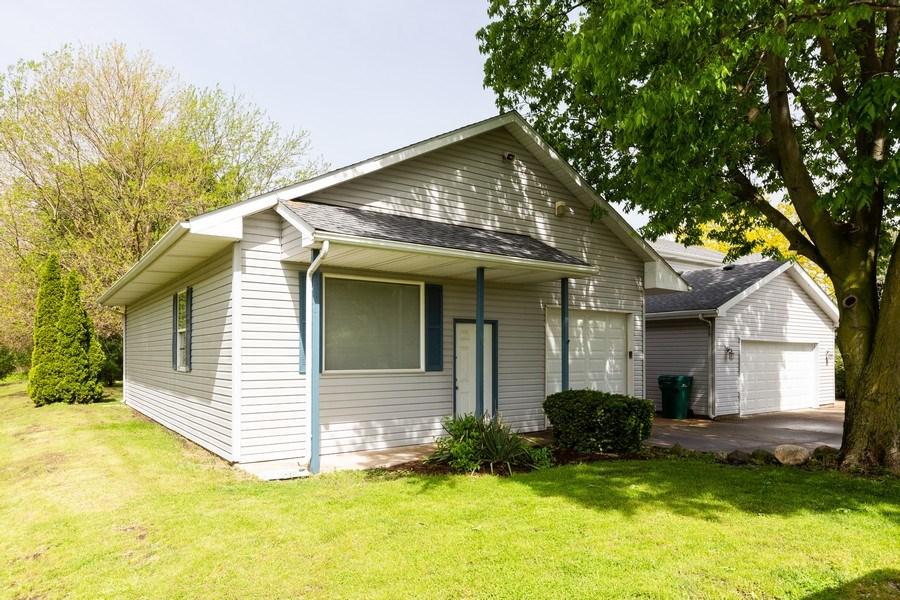 Real Estate Photography - 3975 Coneflower Cir, Coal City, IL, 60416 - Garage