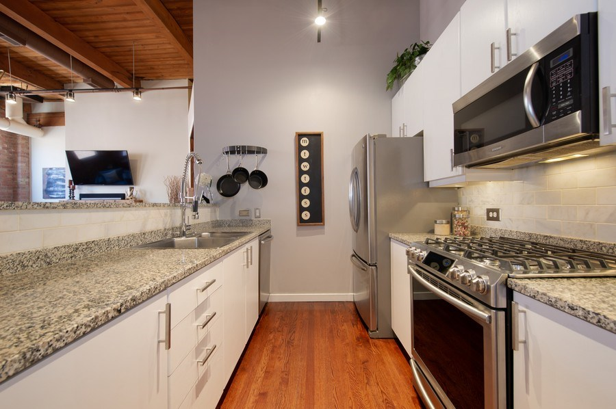 Real Estate Photography - 420 W. Grand Ave., #5B, Chicago, IL, 60654 - Kitchen