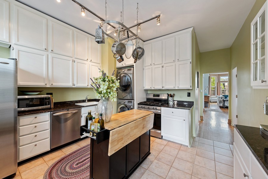 Real Estate Photography - 815 W. Dickens Ave #2E, Chicago, IL, 60614 - Kitchen