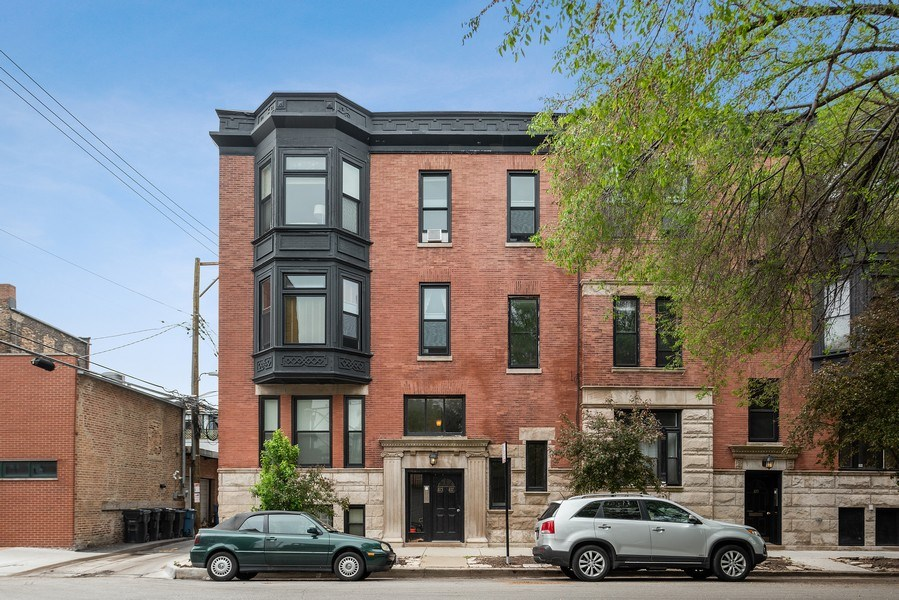 Real Estate Photography - 815 W. Dickens Ave #2E, Chicago, IL, 60614 - Front View