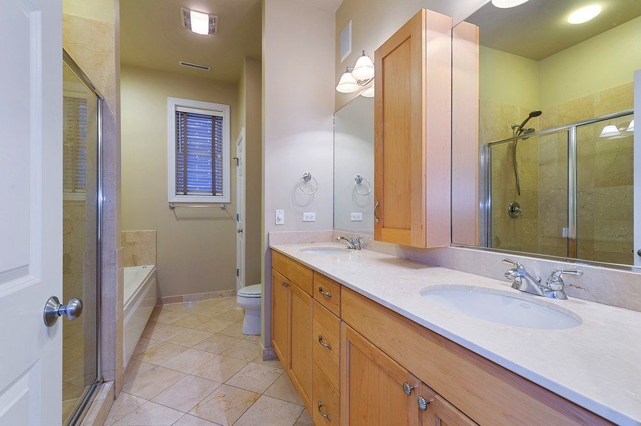 Real Estate Photography - 4821 N. Damen #2, Chicago, IL, 60625 - Master Bathroom