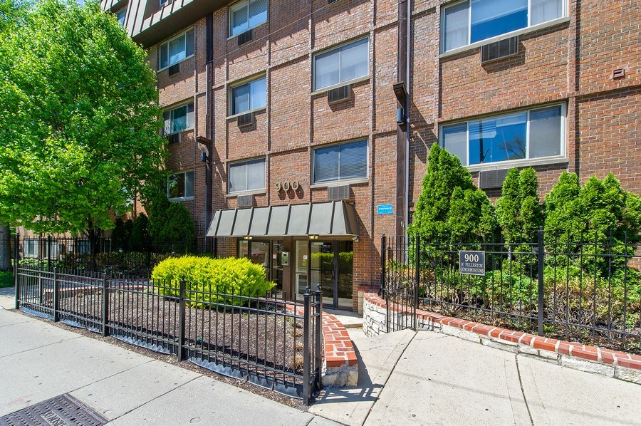 Real Estate Photography - 900 W. Fullerton #5A, Chicago, IL, 60614 - Front View