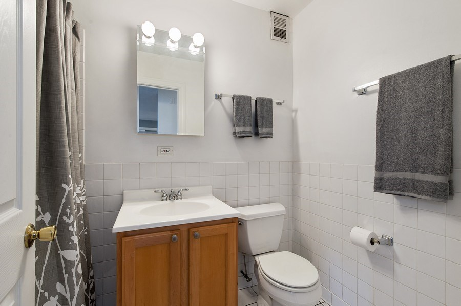 Real Estate Photography - 900 W. Fullerton #5A, Chicago, IL, 60614 - 2nd Bathroom