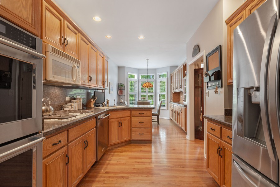 Real Estate Photography - 21685 Cappel Ln, Frankfort, IL, 60423 - Kitchen